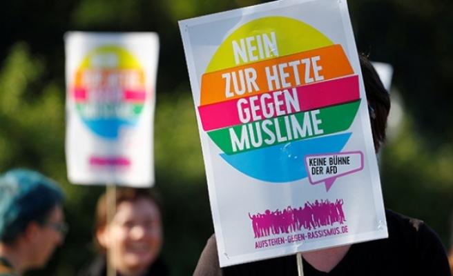 Almanya'nın ırkçı partisi AfD'ye protesto