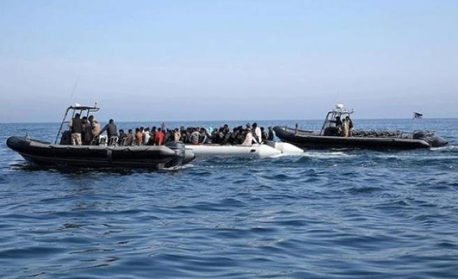 Libya açıklarında göçmenleri taşıyan bot battı