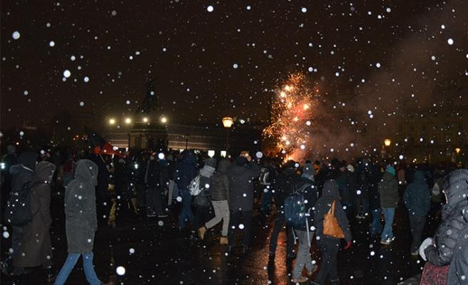 Viyana'da binler kar kış dinlemedi, hükümete dev protesto