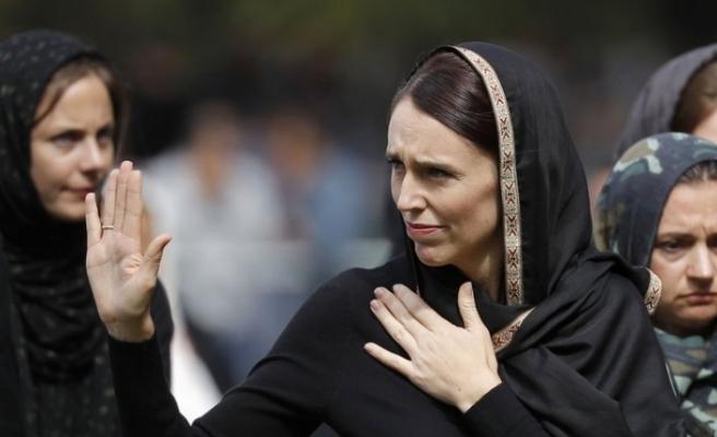 Yeni Zelanda Başbakanı neden başörtüsü taktığını açıkladı