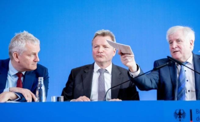 Almanya'da 'kolay sınır dışı'na kabineden onay