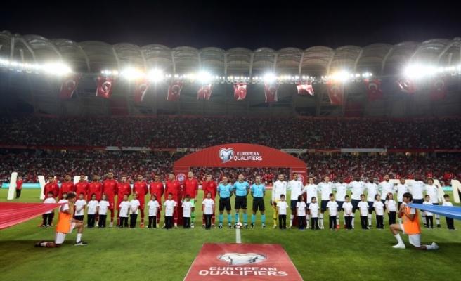 Türkiye'den tarihi galibiyet: 2-0