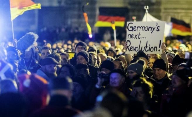 Almanya'daki Türk siyasetçilerden PEGIDA eylemlerine tepki