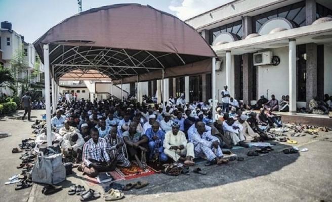 Camiye bombalı saldırı: 53 ölü