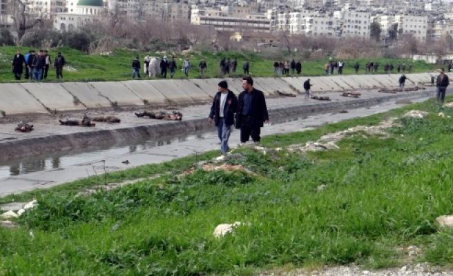 ''Çocuk ve yaşlıları da öldürüp nehre atmışlar''