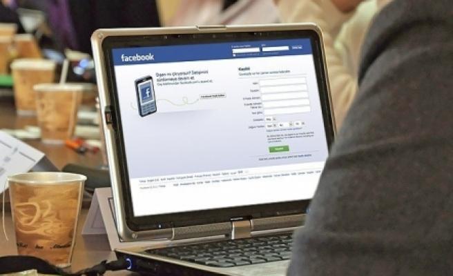''Facebook reklamdan 2,3 milyar dolar kazandı!''