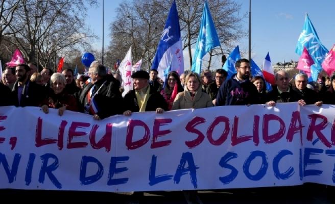 ''Fransa'da hükümet aleyhinde gösteri düzenlendi''