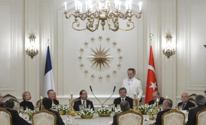 ''Gül, Fransa Cumhurbaşkanı Hollande onuruna yemek verdi''