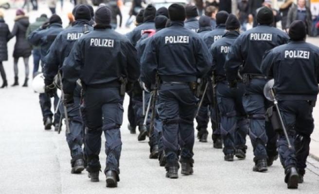 """Hamburg'da Polis korkutuyor!"""