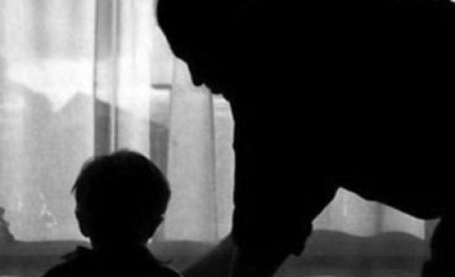 İngiltere'de her 3 çocuktan 1'i şiddet mağduru