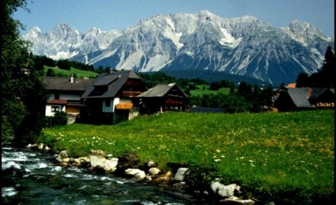 'İsviçre ve Avusturya arasında küçük bir devlet'