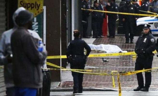 Karakolada bıçakla 3 polisi yaraladı, öldürüldü