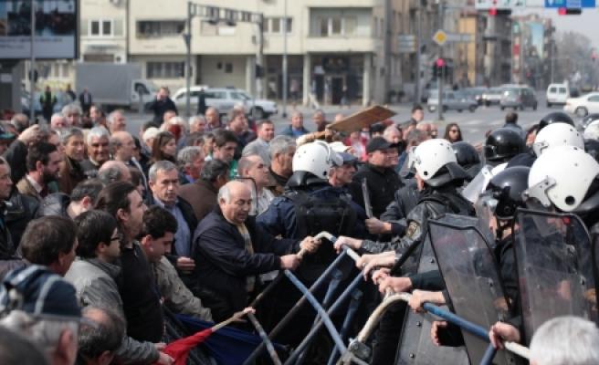 ''Makedonya'da protesto:Polis Müdahale Etti''