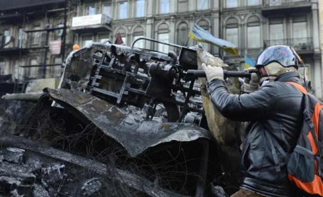 ''Ukrayna'daki Gösteriler: Ordu Müdahale Edecek Mi?''
