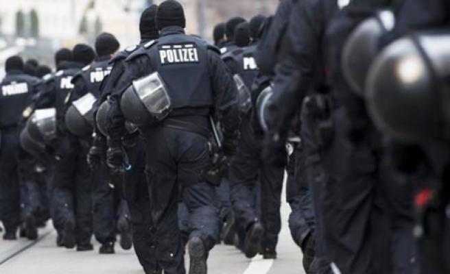 Yüzlerce polisten camiye 'IŞİD' baskını