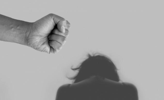 Aile içi şiddete maruz kalan kadınların 'ciddi akıl hastalıklarına yakalanma riski artıyor'