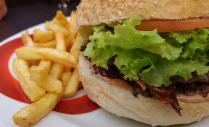 Fast-food yemek 'kadın doğurganlığını olumsuz etkiliyor'