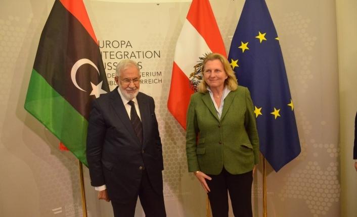 Ülkesinin göç sorunu için Avusturya'dan yardım istedi