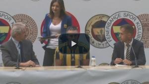 Van Persie Türkçe ''Merhaba Fenerbahçe'' ile sözleşme imzaladı