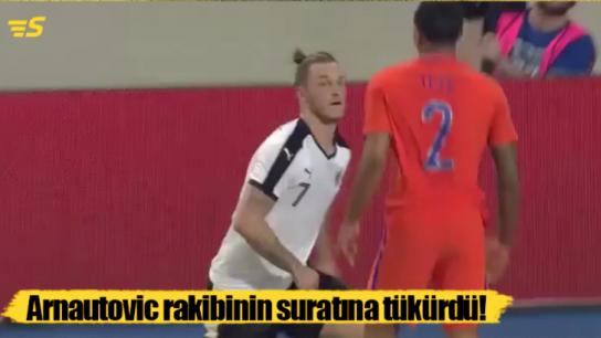 Avusturya Milli Takım oyuncusu rakibinin suratına tükürdü